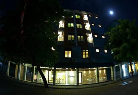 Фото отеля SeaHouse TopDeck Maldives 3*