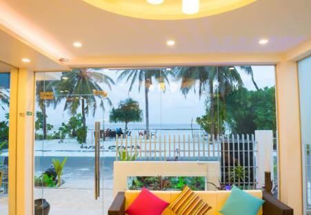 Фото отеля The White Harp Beach Hotel 4*