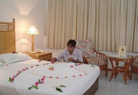 Фото отеля Meeru Island Resort 4*