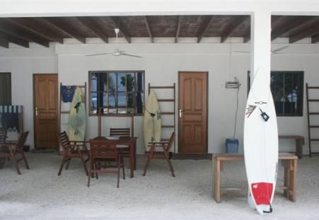 Фото отеля Cokes Surf Camp - Thulusdhoo Island 2*